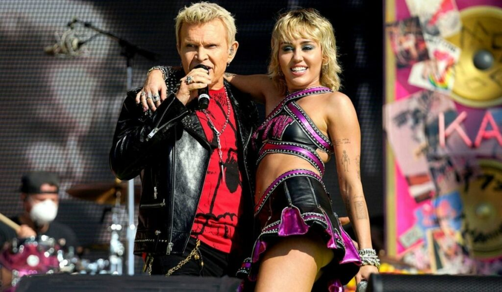 Miley Cyrus le roba el show a The Weeknd en el Super Bowl