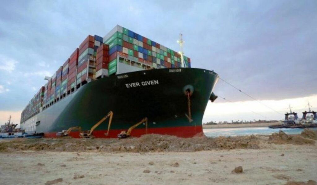 Logran desencallar con éxito al buque Ever Given en el canal de Suez