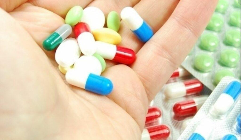 Qué contiene el tylenol y como es su comportamiento en el COVID-19
