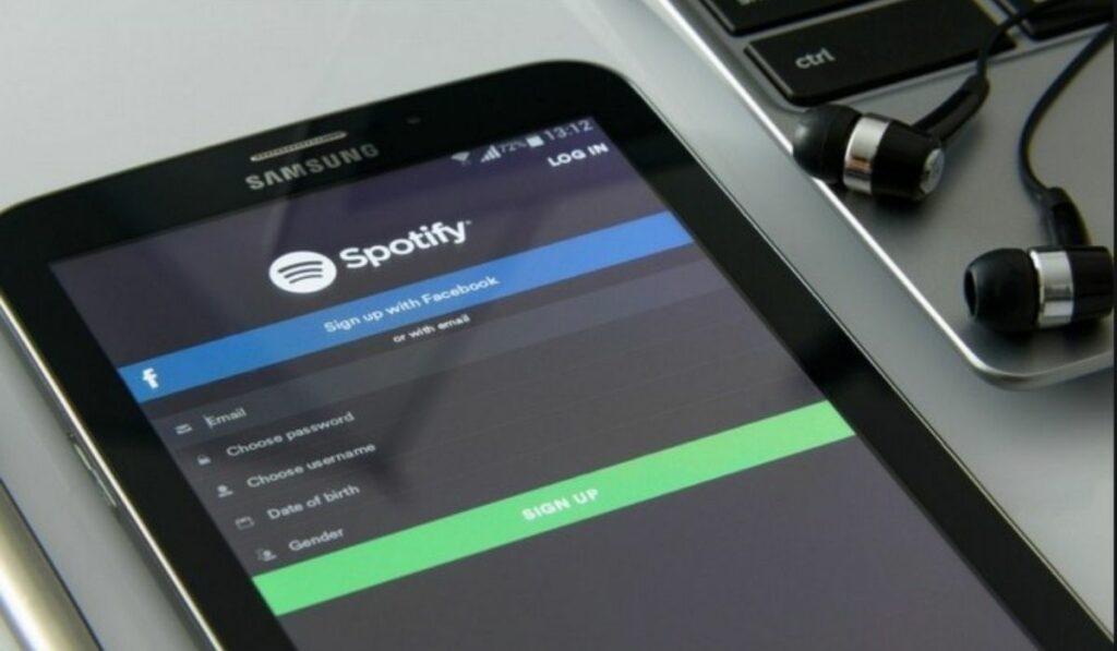 Facebook y Spotify lanzan minireproductor integrado en facebook