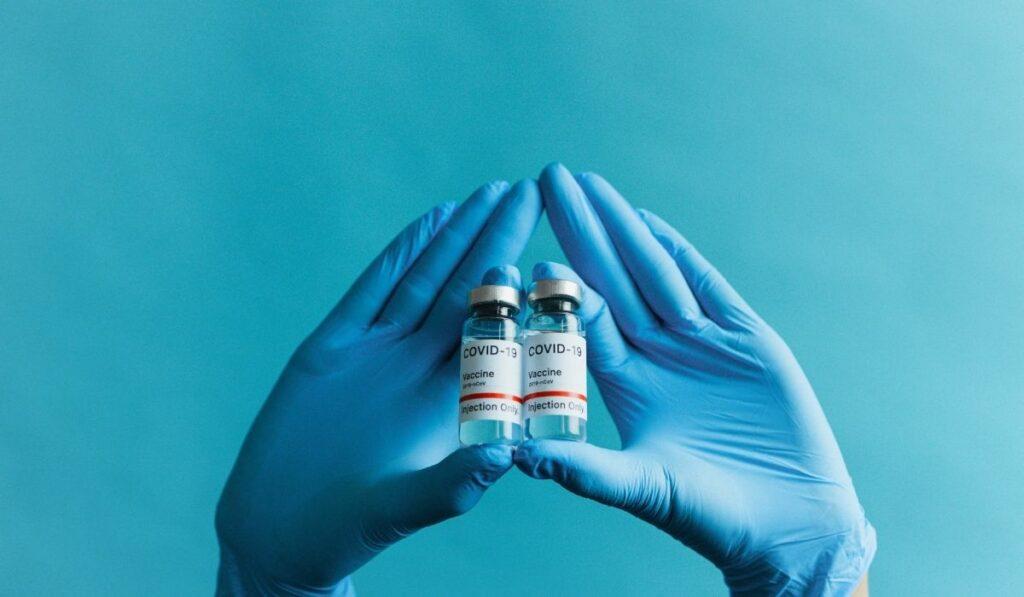 Qué pasaría si a una persona se le aplican dos diferentes vacunas contra el Covid-19