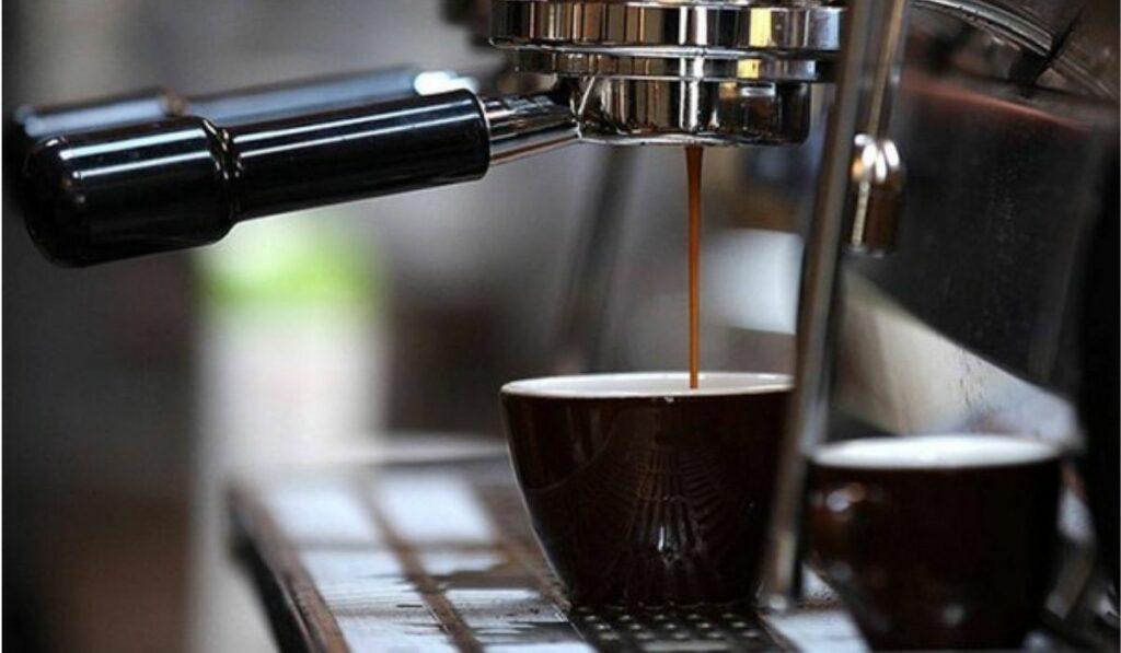 A beber café: Nuevos estudios revelan reducción de problemas hepáticos