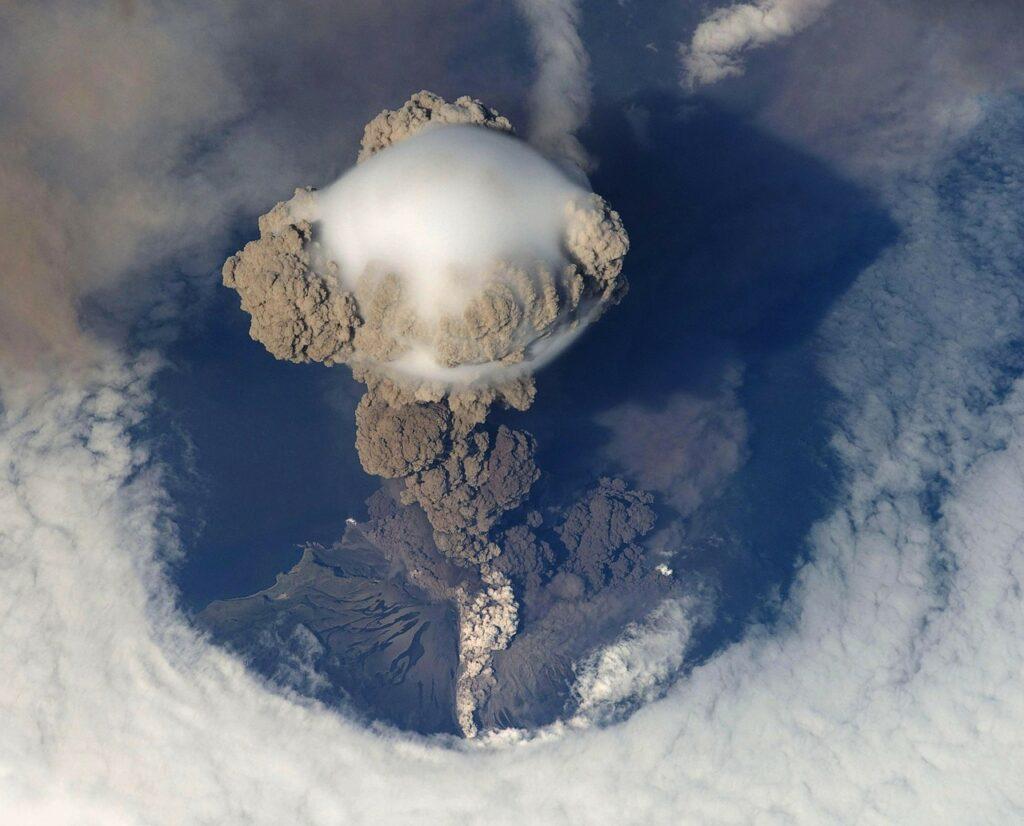 presión del colosal volcán