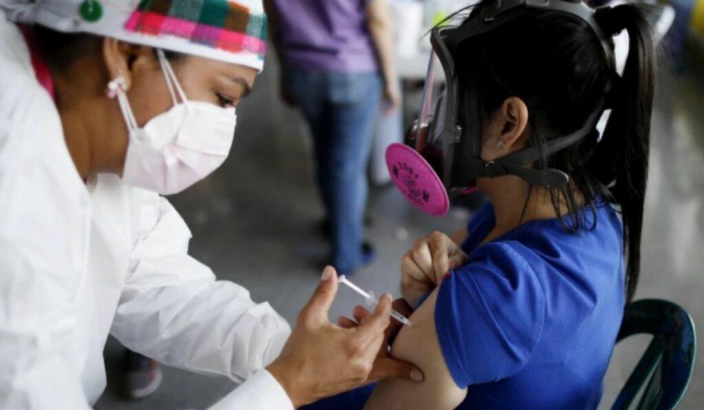 EEUU ya consiguió vacunar a la mitad de la población