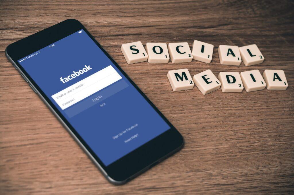 Desarrollo de la red social Facebook