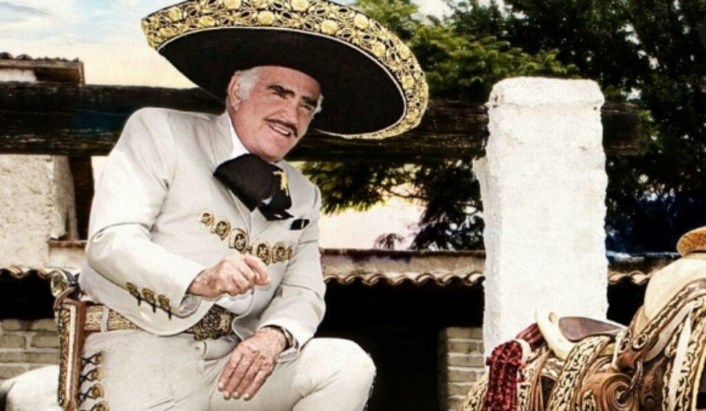 Hospitalizan de emergencia a Vicente Fernández por presentar fiebre